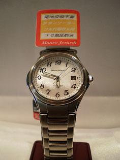 貝文字盤使用 チタンソーラー腕時計