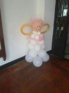 figura de angel con globos