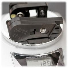 Der pocketPANO COMPACT Nodalpunktadapter für die Sony RX100 ist super leicht und wiegt nur 188g.