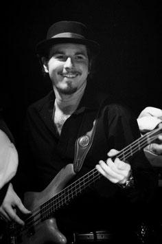 Jacek Moczulski - Bass