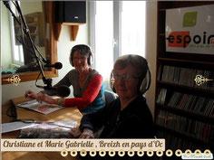 Dans le studio d' Espoir FM.