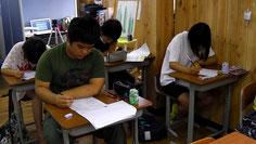 英語抜き打ちテストで基礎確認。朝抜き打ちは脳に効く。
