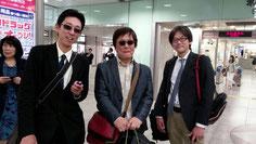 河原塾超(中央)と、姫路たつの校の合田塾長(右)と、名古屋駅で合流。