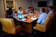 ホテル22階の超VIPミューティングルームでのミーティング。