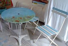 table et chaises de jardin peintes
