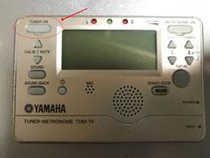 チューナーの左上に電源ボタン