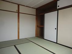 綺麗な畳に入れ替えされアイボリーでまとめた明るいお部屋になりました。