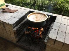 グツグツ煮えてきました。