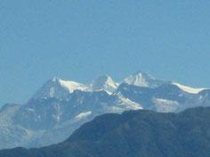 Die schneebedeckten Bergspitzen der Sierra Nevada