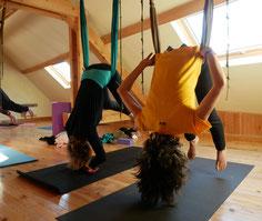 YOGA SUSPENDU AVEC www.jyoti-yogi.com