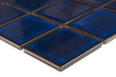 mosaico in ceramica blu lucido