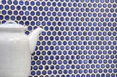 mosaico rotondo in ceramica blu lucido