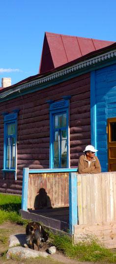 MaMaison au source chaude nord Otgontengerison en bois proche d'Uliastai