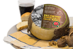 pecorino maremma new taste sheep sheep's cheese dairy caseificio tuscany tuscan spadi follonica block italian origin milk italy matured aged in leaf leafs of walnut walnuts nut nuts refine refined flavored stagionato nelle noci cheeseboard red wine bread