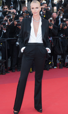 Charlize Theron en smoking Dior. Veste et pantalon smoking