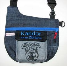Jeanstasche mit Riesenschnauzer Terrier, Gassitasche