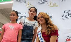 Maëva Coucke, Miss France 2018, en dédicace à Auchan Vélizy - © Vélizy Info.