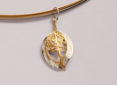 filigraner Silberanhänger mit Brillanten teils vergoldet