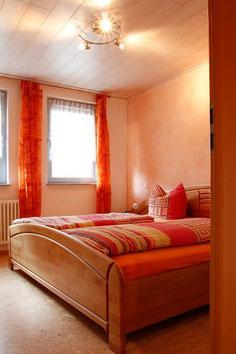 Schönes, modernes Schlafzimmer