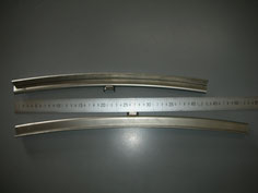 特殊金属のプレス加工例