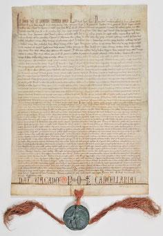 Parchemin 61,5 x 44,5 cm. Paris, Archives nationales AE II 2406 (ancien K 32, n°2).