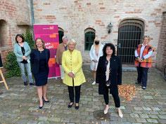 Bild von links: Claudia- Rebien Warnke, Frauke Koch, Uta- Susanne Rathej, Elisabeth Motschmann, Gabriele Frönnecke, Sylke von Oehsen, Yvonne Teßmer