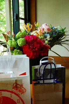 お花や差し入れ、ありがとうございます!