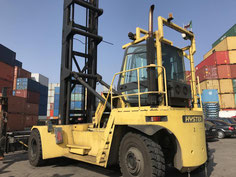 empty- containerhandler Hyster in container depot