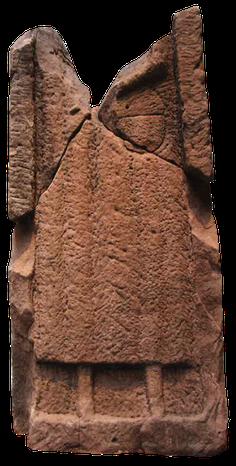 Stèle funéraire inachevée croix guillaume site archéologique saint-quirin