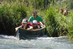 Ein beonderes Abenteuer sind die kleinen Sohlschwellen die am Ende der Kanufahrt noch zu überwinden sind.