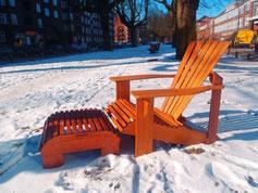 Hamburger Sessel: Produktionsschule Barmbek, Charitymarket.de, fair und nachhaltig, handgearbeitet, Garten, Gartenbank, Holzbank, Holz, Gartenmöbel, Adirondack Chair