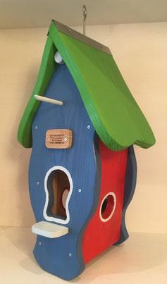Vogelhaus lackiert blau, Dach grün: Produktionsschule Wilhelmsburg, Charitymarket.de, fair und nachhaltig, handgearbeitet, Vogelhaus, Futterhilfe, Garten, Balkon, Vögel, Winter, Naturschutz