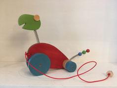Dino rot, Kopf grün: Produktionsschule Wilhelmsburg, Charitymarket.de, fair und nachhaltig, handgearbeitet, Spielzeug, Holzspielzeug, Nachziehtier