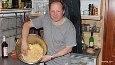 Chef-Koch und Hüttenboss Raimund