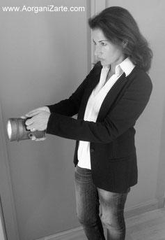 utiliza una linterna para encontrar lo que buscas - www.AorganiZarte.com