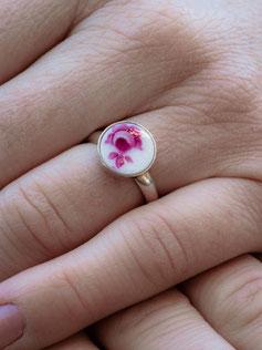silber ring mit porzellan stein mit pinke blume