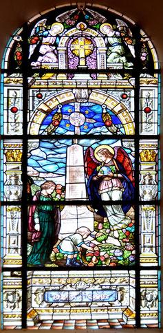 Le monument aux morts dans le vitrail