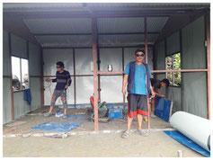 Im Anschluss werden die Sperrholzbretter  für die Innenverkleidung montiert.
