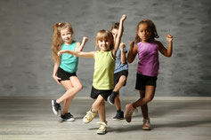 Enfants en train de danser