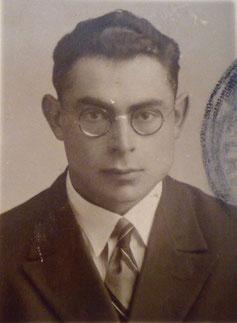 ИИ-17. Самуил перед отъездом из Риги, 1933 г.
