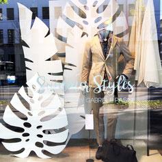 Stilvolles Schaufenster eines Modehauses in Luzern