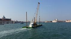 Kurz vor Venedig werden wir noch von einem Kran überholt...