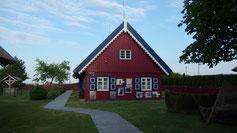 Viele Häuser sind Reet-gedeckt (Stroh auf dem Dach ist besser als im Kopf...)