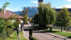 Klobenstein, links neben dem Kirchturm der Schlern