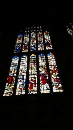 Es gibt insgesamt 26 Gruppen Buntglasfenster...