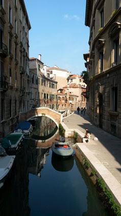 Die erste kreisförmige Brücke in Venedig...