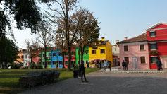 Häuser wie von Kinderhand gemalt...