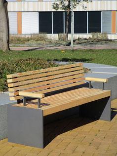 Puro Sitzbank mit Armlehnen