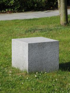Public Granit-Sitzquader