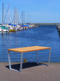 ULTRA Tisch